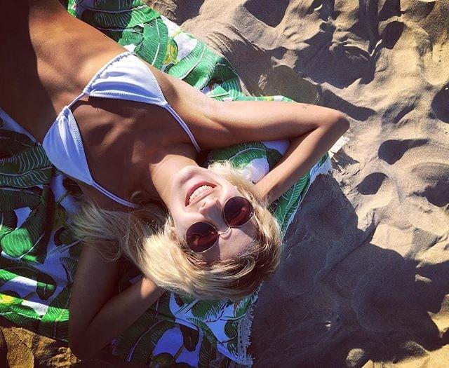 lali-chiquititas-bikini-hot6