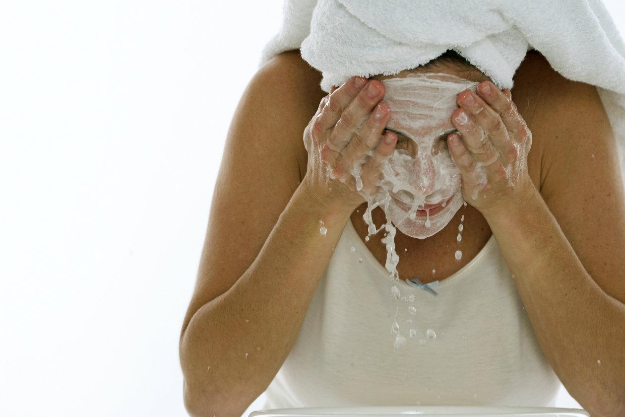 Como-lavar-el-rostro-correctamente-1