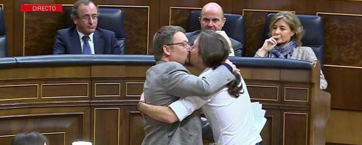 beso diputados de España