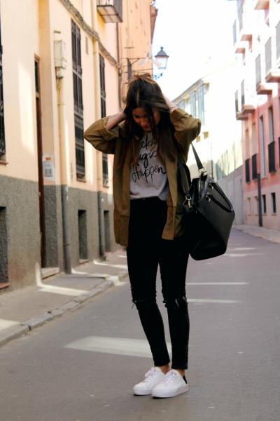 noid-blazer-khaki-jeans-zapatillas-outfit-primavera-blog-moda-leon-112