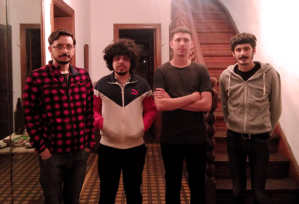 Parte de la banda. De izq a der: Fernando Vega Rodríguez (guitarra, voz) Nacho Castillo (guitarra, voz), Claus Hesse (guitarra, voz), Luis Zunino (batería). Foto: Federico Rozanski