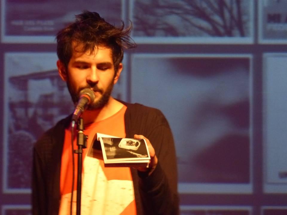Grau Hertt, recitando