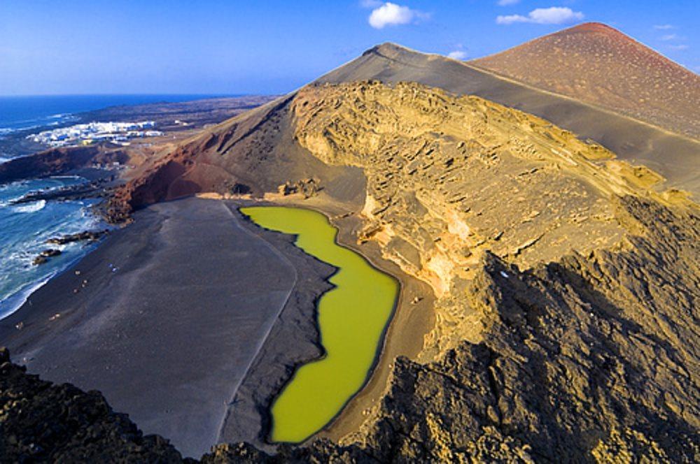 Lago de los Clicos, España