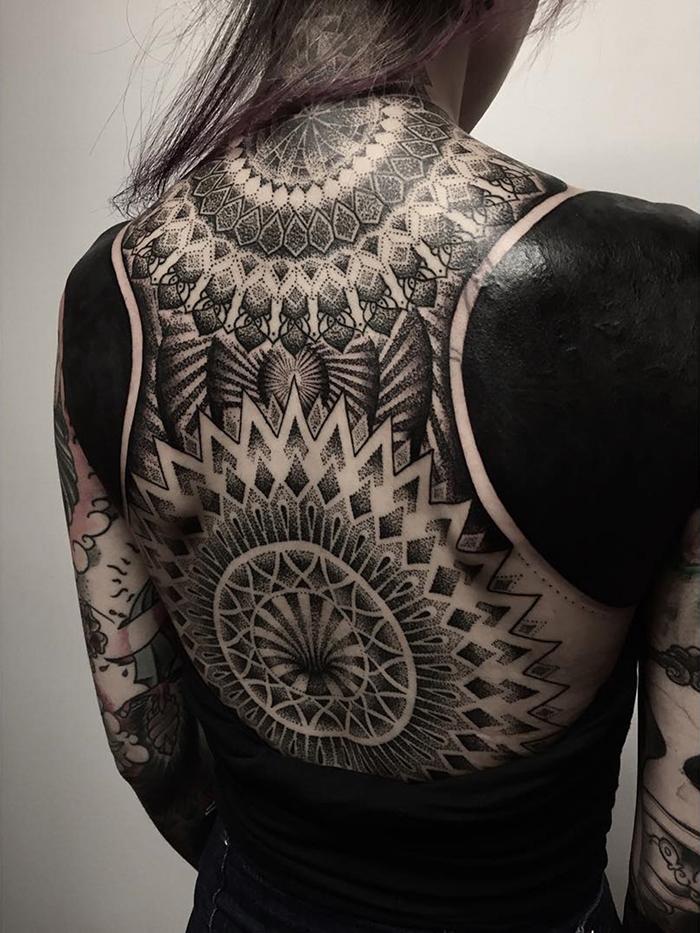 tatuajes-cubiertos-negro-chester-lee-singapur-3