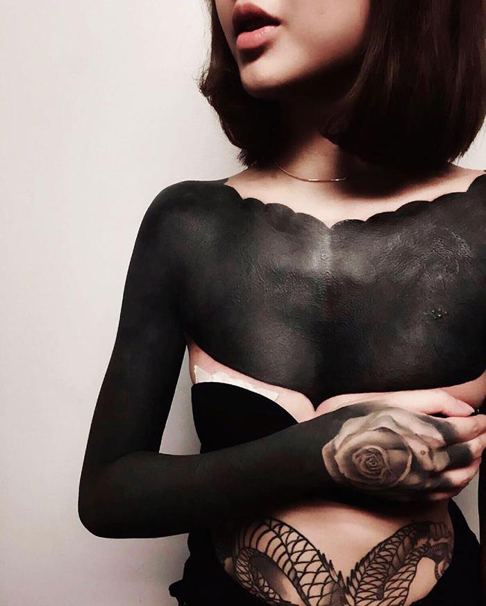 tatuajes-cubiertos-negro-chester-lee-singapur-6
