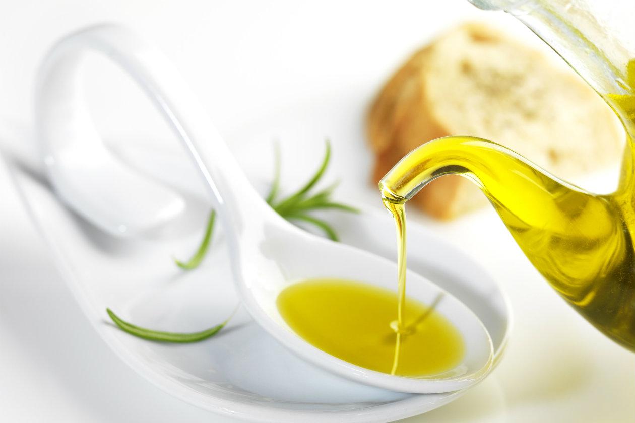 Tres-usos-caseros-del-aceite-de-oliva-1