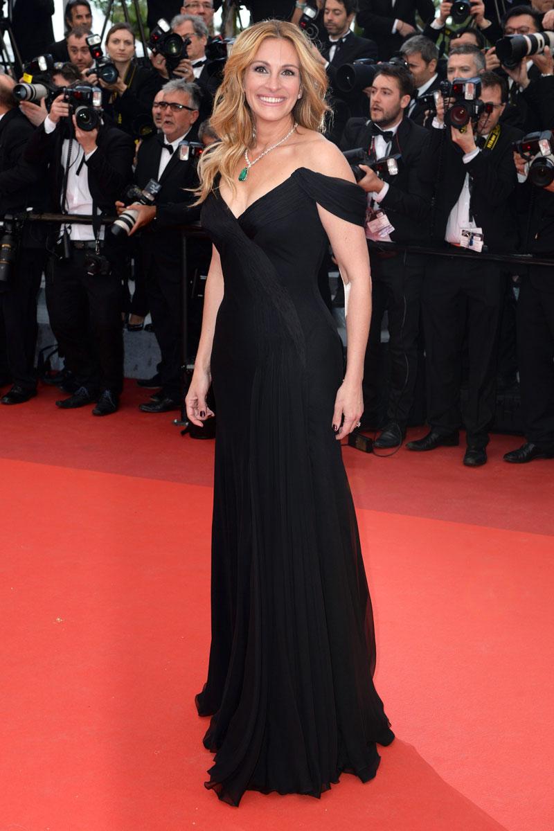Julia Roberts, incluso sin zapatos, sigue siendo una de las mujeres mas lindas (y con mejor estilo) del mundo