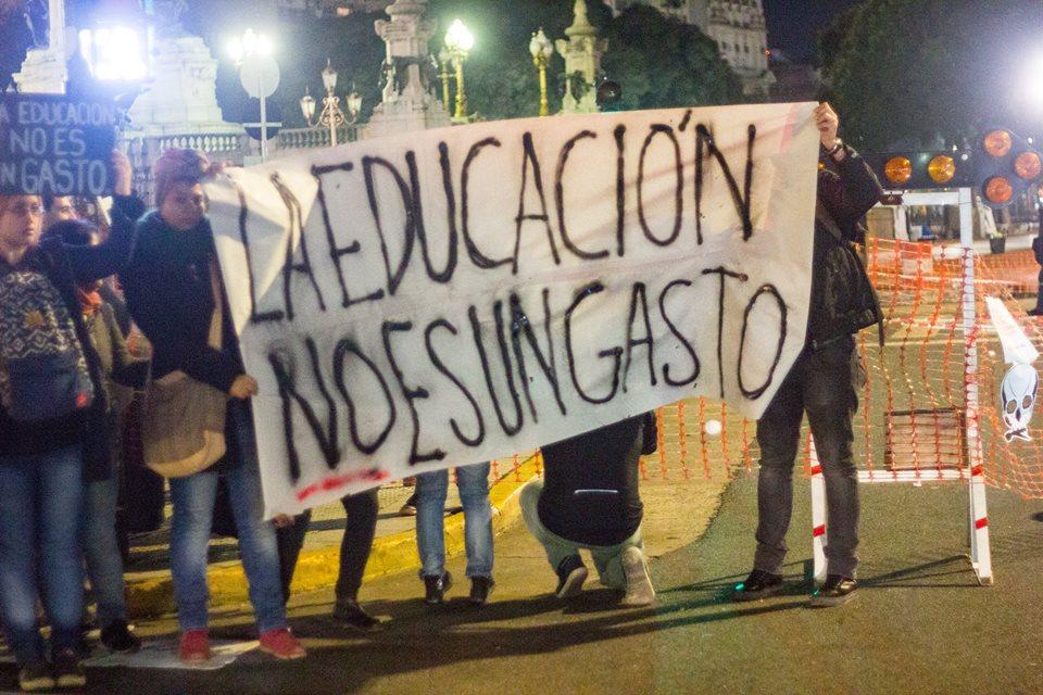Uba-Fadu-intervención-congreso-crédito Facebook ceading de los estudiantes 2