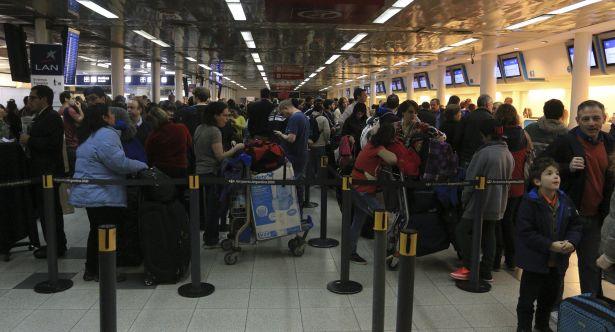zzzznacg2 NOTICIAS ARGENTINAS,Baires agosto 13: Conflicto gremial de Lan Argentina en el aeroparque de la Cdad. de Bs.As. Foto: HUGO VILLALOBOS zzzz