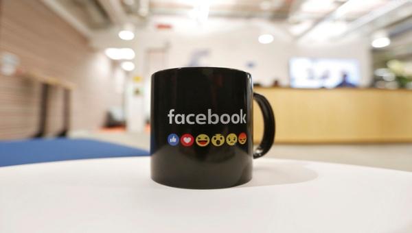 Facebook-emoji-pacman