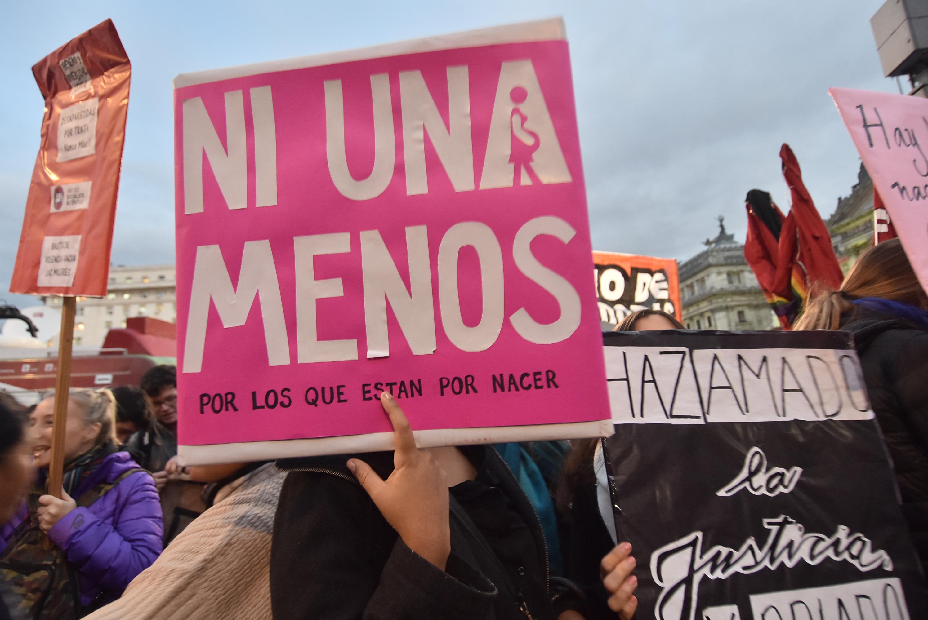 """DYN35, BUENOS AIRES, 03/06/2016, MARCHA POR """"NI UNA MENOS """" DESDE EL CONGRESO A PLAZA DE MAYO. FOTO:DYN/TONY GOMEZ."""