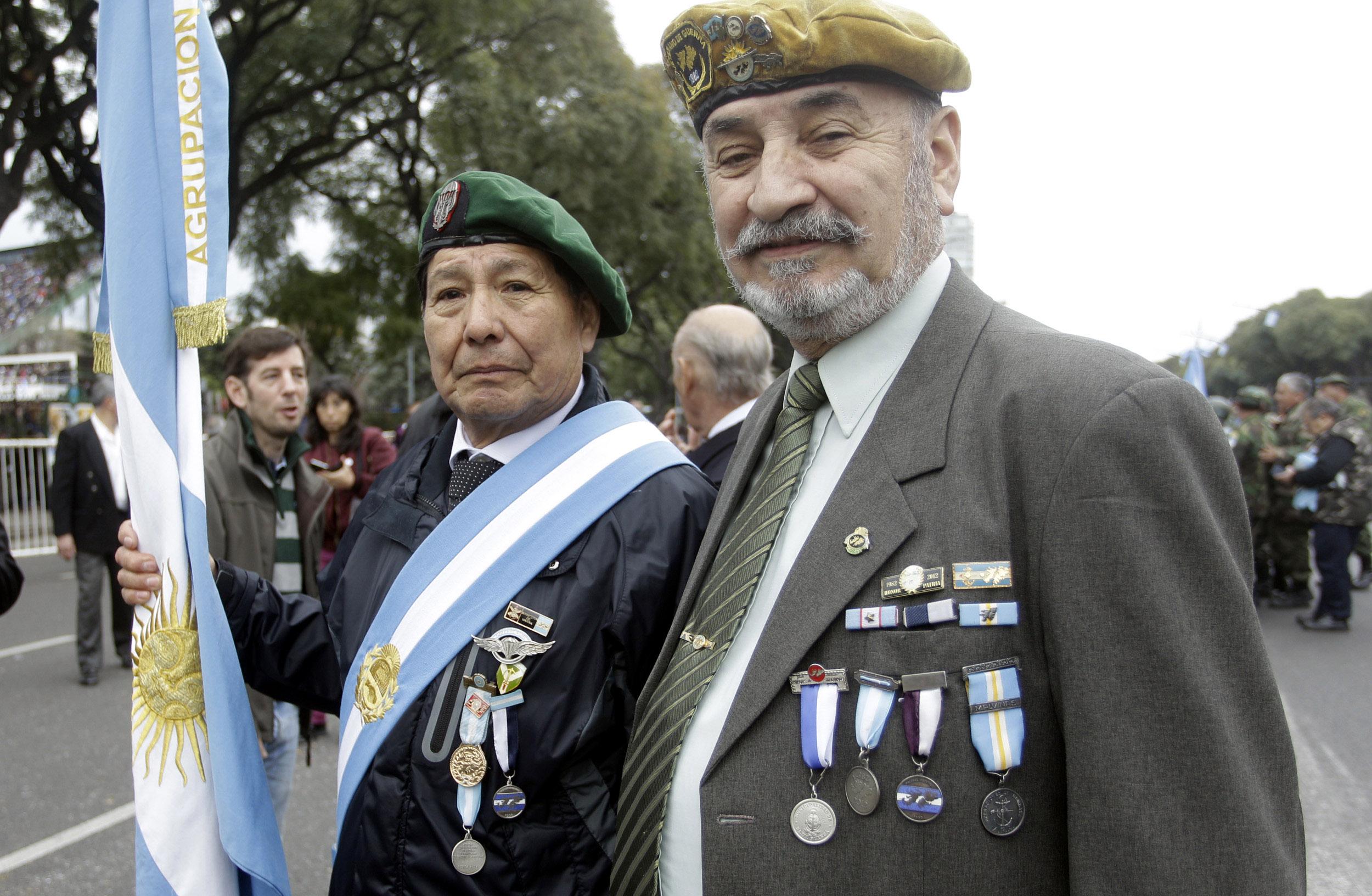 DYN010, BUENOS AIRES 10/07/16, VETERANOS DE MALVINAS, DURANTE EL DESFILE POR EL BICENTENARIO DE LA INDEPENDENCIA.FOTO:DYN/ALBERTO RAGGIO