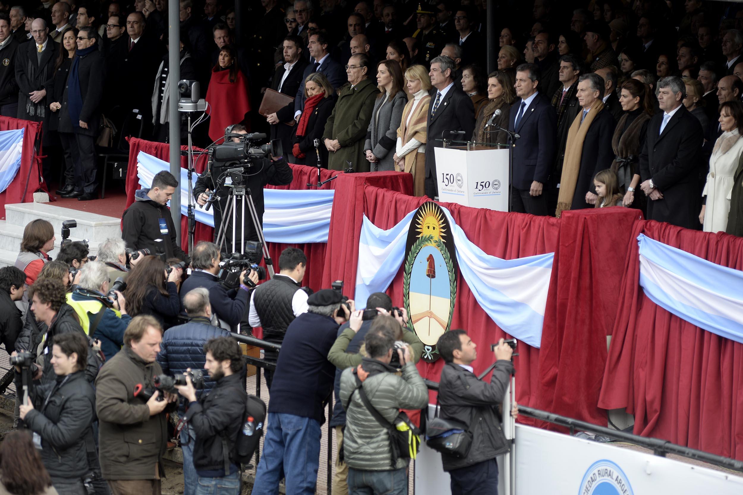 DYN804, BUENOS AIRES 30/07/2016, EL PRESIDENTE DE LA NACION MAURICIO MACRI ENCABEZA JUNTO AL PRESIDENTE DE LA SRA SR LUIS MIGUEL ETCHEVEHERE LA INAGURCION DE LA 130ª EXPOCICION DE GANADERIA E INDUSTRIA NACIONAL EN EL PREDIO DE LA RURAL DE PALERMO.FOTO:DYN/RODOLFO PEZZONI.