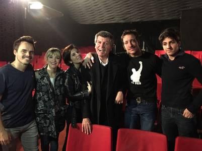 Carlos-Calvo-junto-elenco-cama_CLAIMA20160805_0156_17