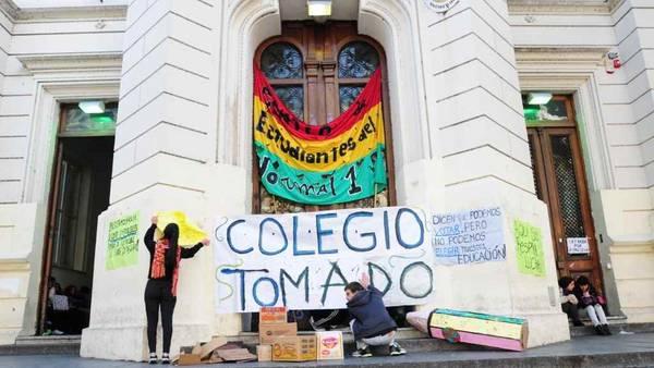 Colegio-Normal-protesta-Emiliana-Miguelez