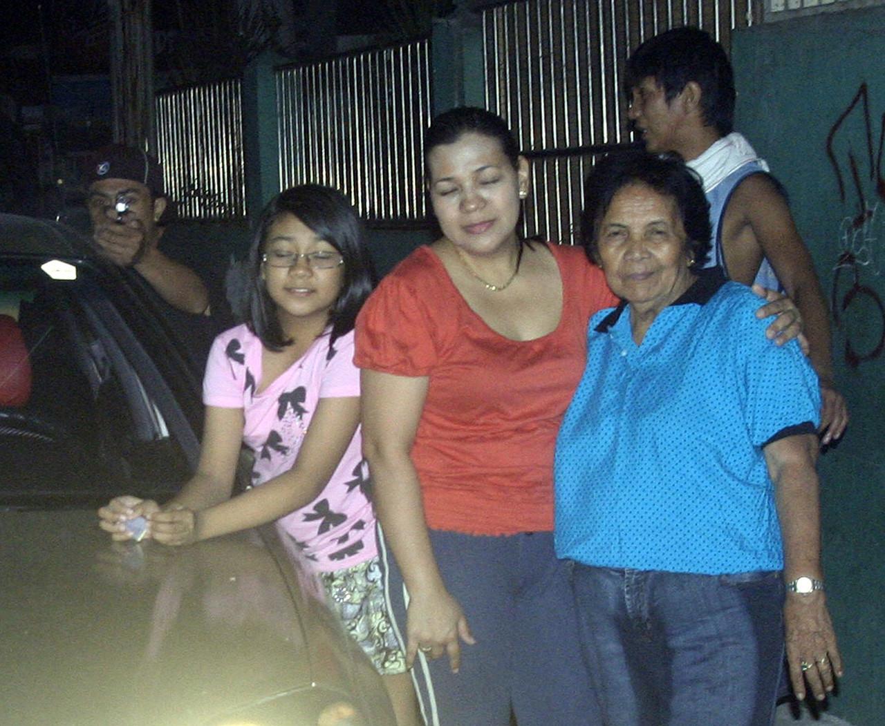 Durante la celebración de Año Nuevo en 2011, el político filipino Reynaldo Dagsa fue asesinado instantes después de fotografiar a su familia. El hombre que le apunta es su ejecutor.