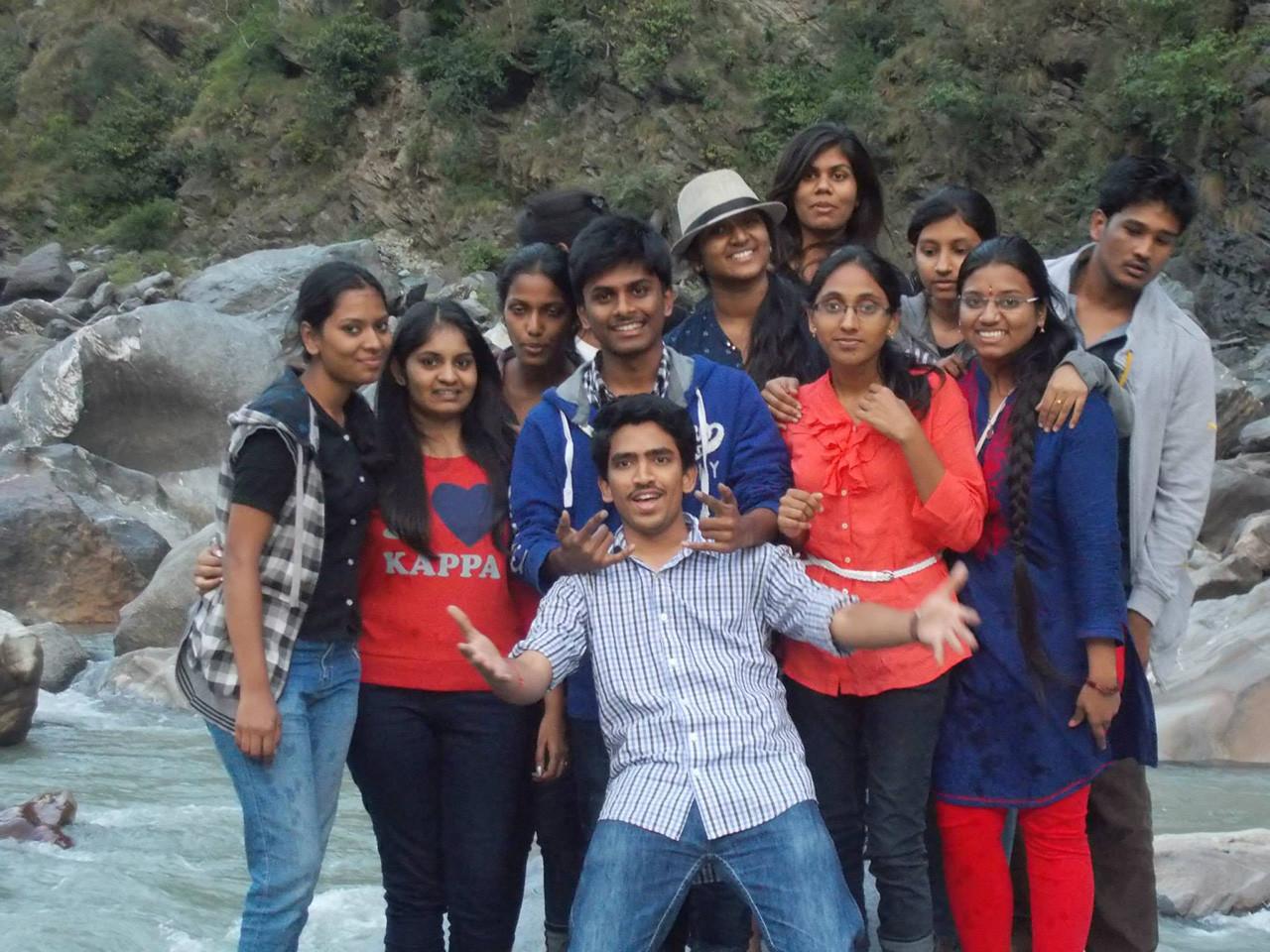 8 de junio de 2014. 24 estudiantes indios se hicieron esta foto mientras visitaban el río Beas, en su país. En aquel momento, las compuertas de una planta hidroeléctrica cercana se abrieron inesperadamente y el flujo de agua se llevó por delante a los estudiantes por culpa de una negligencia.