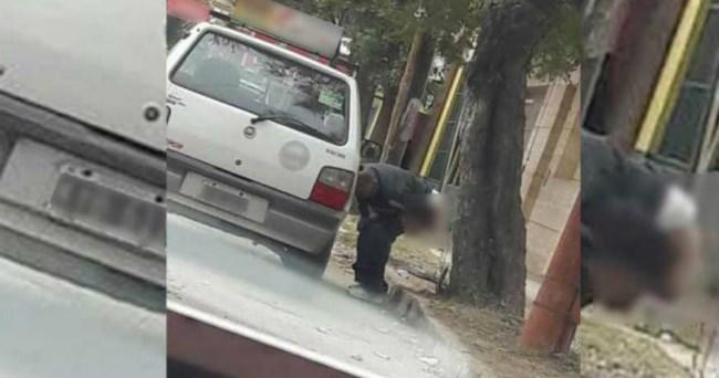 hombre caca calle