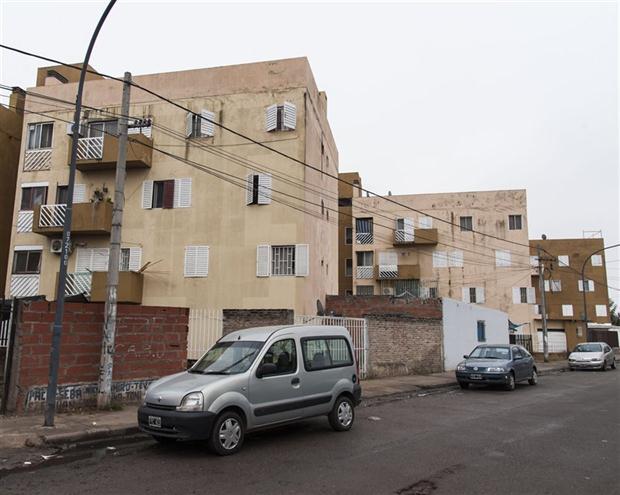 En una de estas viviendas del Fonavi Barreiro montó una de las empresas