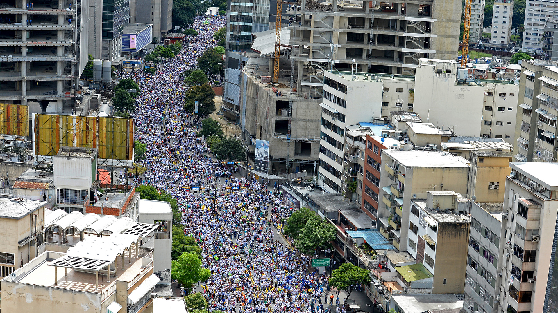 Opposition activists march in Caracas, on September 1, 2016. Venezuela's opposition and government head into a crucial test of strength Thursday with massive marches for and against a referendum to recall President Nicolas Maduro that have raised fears of a violent confrontation. / AFP PHOTO / FEDERICO PARRA