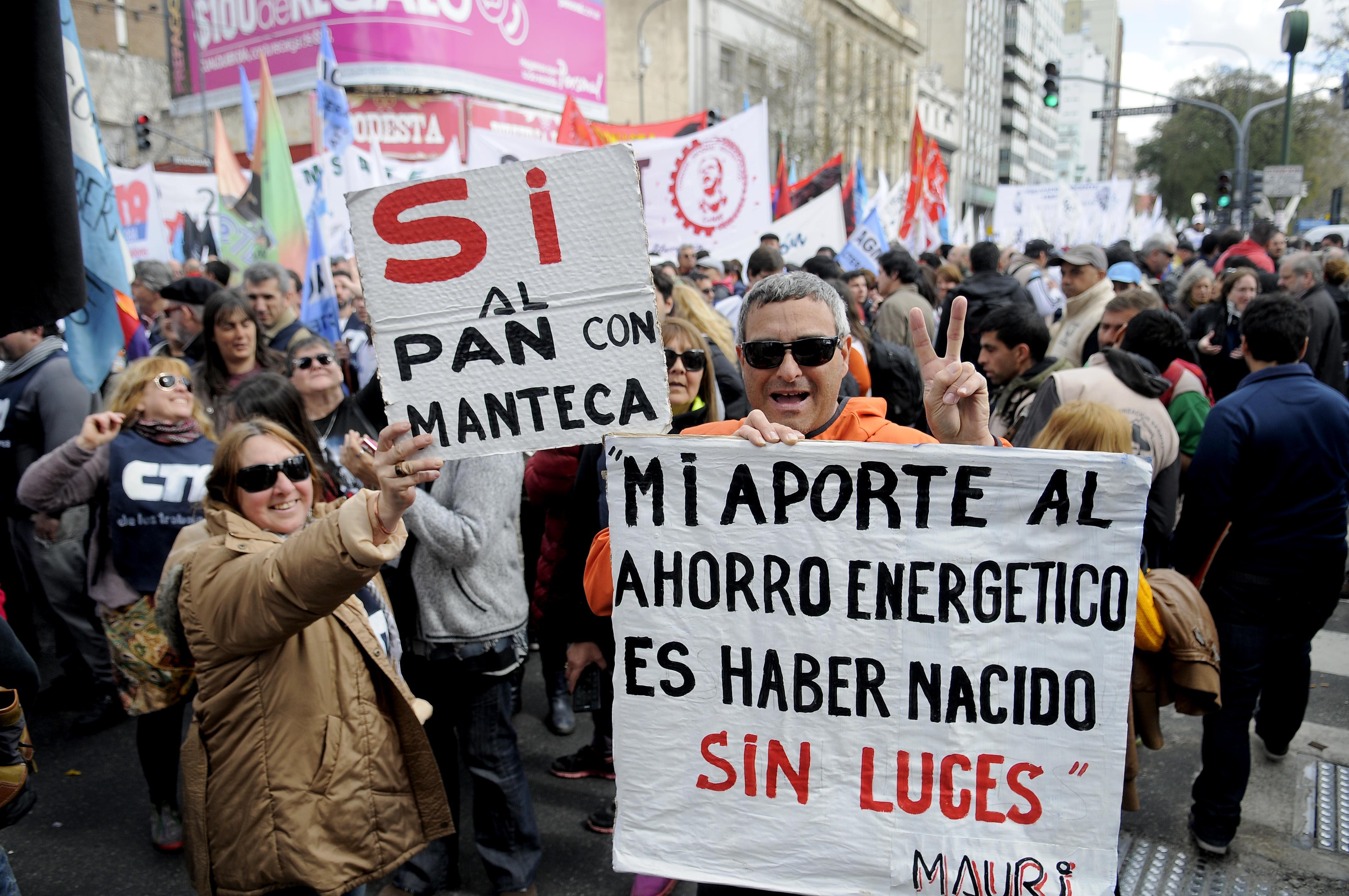 DYN608, BUENOS AIRES 02/09/2016, CONCENTRACION  EN AVENIDA RIVADAVIA Y PUEYRREDON DESDE DONDE SE MOVILIZAN HACIA PLAZA DE MAYO EN EL MARCO DE LA MARCHA FEDERAL. FOTO:DYN/PABLO AHARONIAN.