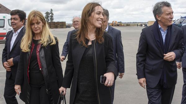Mauricio Macri y María Eugenia Vidal acompañados por Verónica Magario y Fernando Espinoza