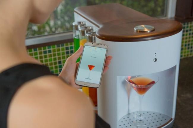 Este 'barman personal' es capaz de preparar un cóctel en varios segundos.