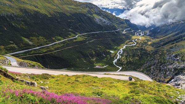 3) Furka Pass, Suiza