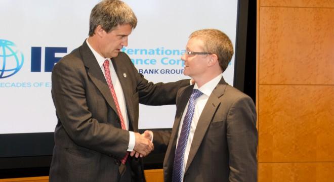 Ignacio Morán, CFO de Telecom, junto con el Ministro de Hacienda y Finanzas, Alfonso Prat Gay