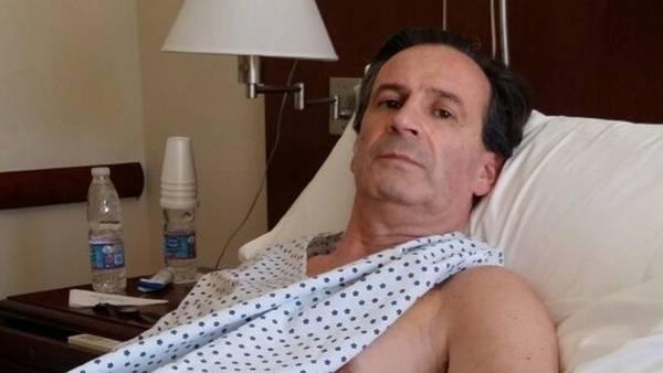 El abogado Carlos Salvatore, en la suite que ocupa en el sanatorio Los Arcos.