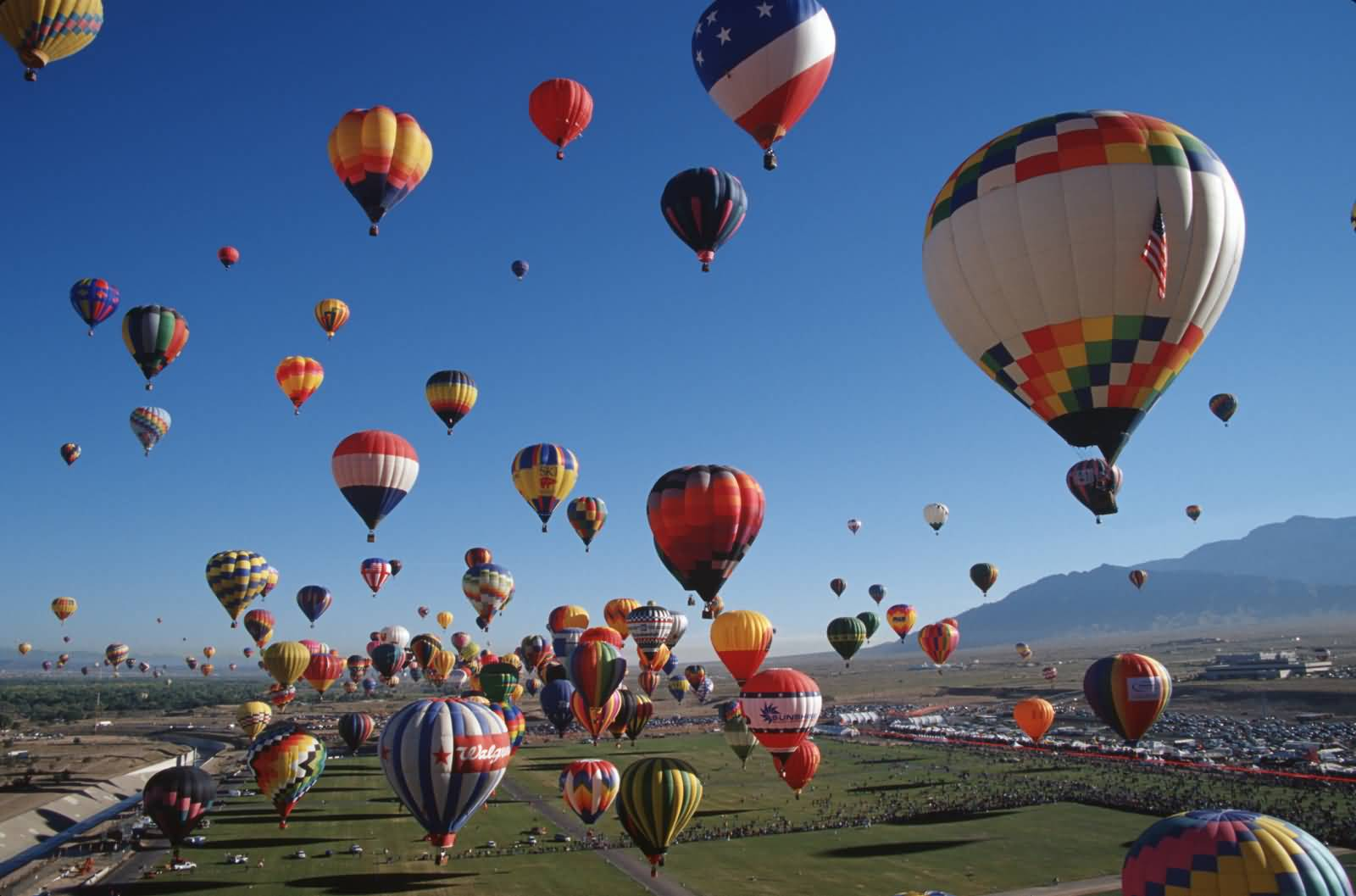 Balloons-In-The-Air-At-The-Albuquerque-Balloon-Festival