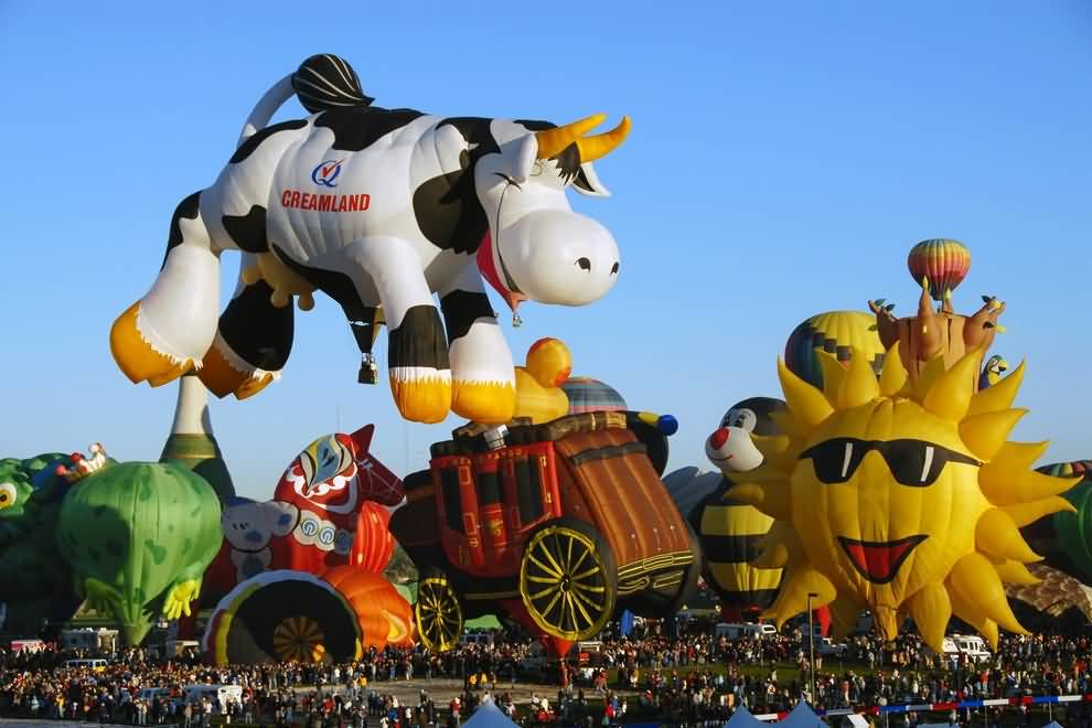 Creamland-Cow-Hot-Air-Balloon-At-Albuquerque-Balloon-Festival-In-New-Mexico