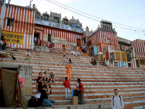 Hinduismo: Escaleras de Varanasi, India