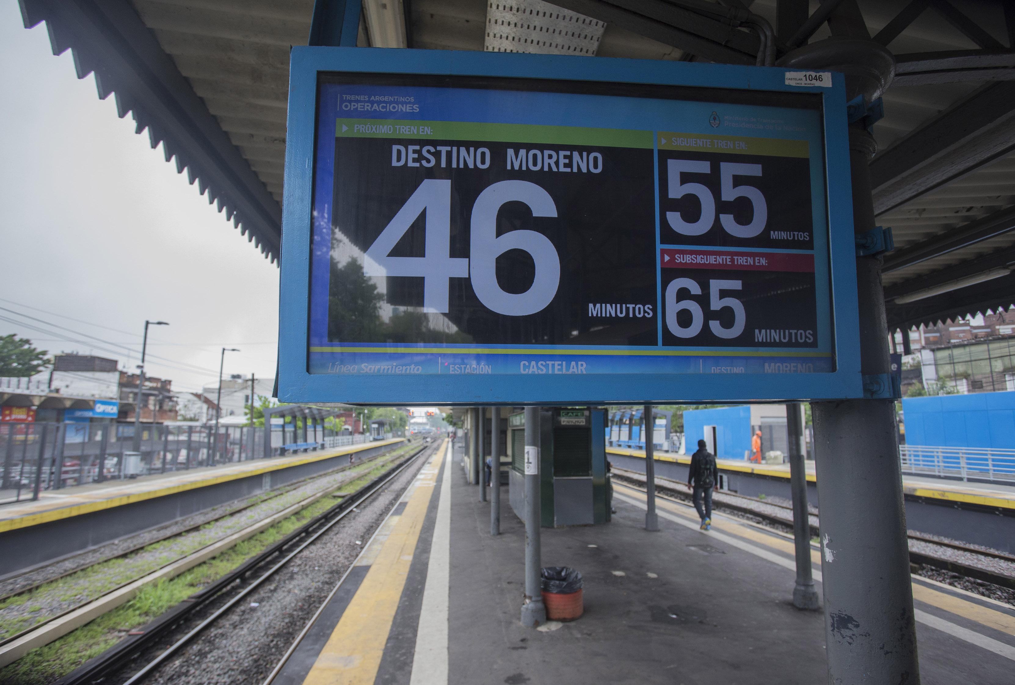 DYN08,CASTELAR, BUENOS AIRES, 26/10/2016, PARO DE TRENES DE LA LINEA SARMIENTO. FOTO:DYN/EZEQUIEL PONTORIERO.