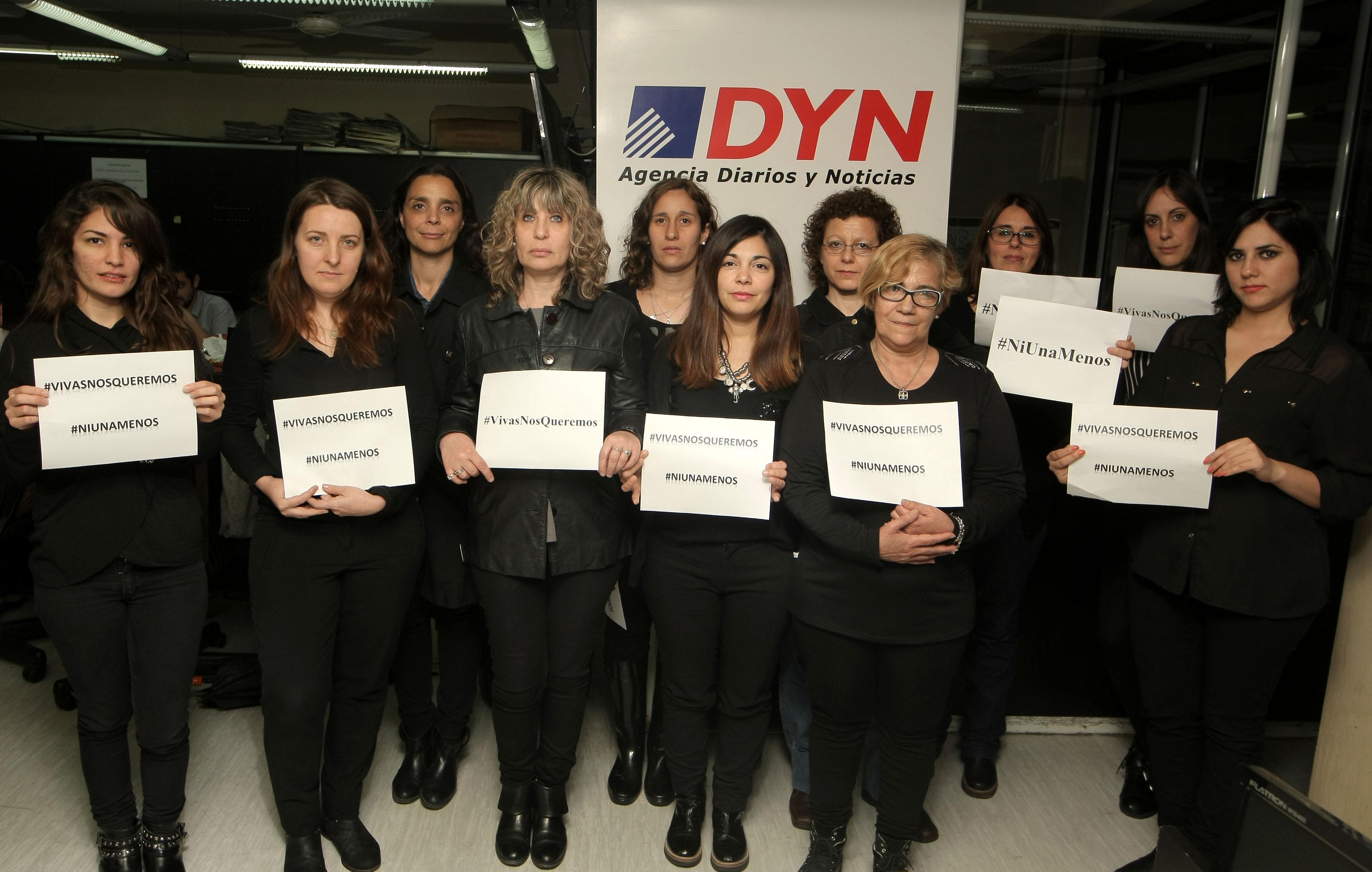 """DYN16, BUENOS AIRES 19/10/16, TRABAJADORAS DE DYN ADHIEREN AL PARO """"NI UNA MAENOS"""".FOTO:DYN/PABLO MOLINA."""