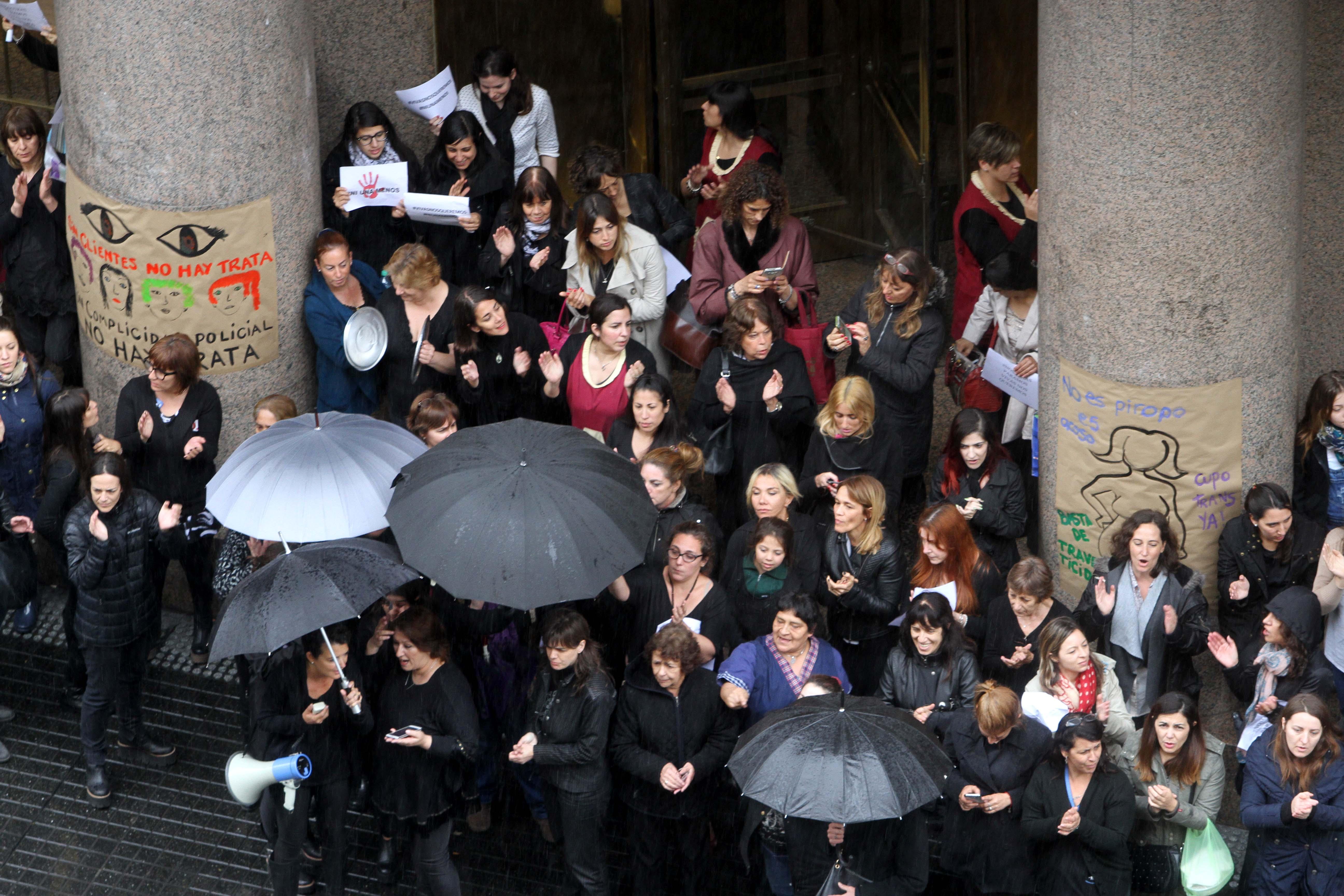 """DYN17, BUENOS AIRES 19/10/16, MUJERES PARA AL GRITO """"NI UNA MENOS"""" EN EL CENTRO PORTEÑO.FOTO:DYN/CARLOS GRECO."""