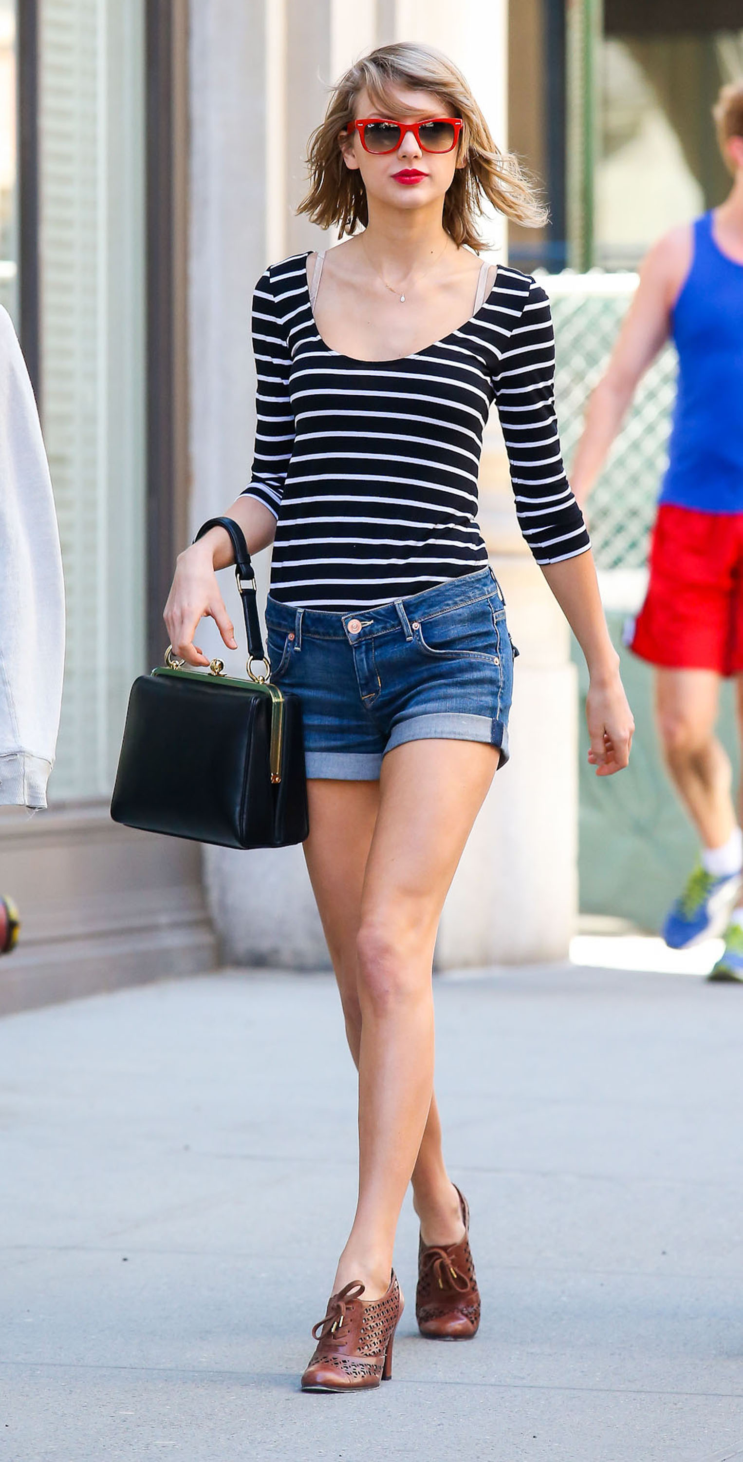 51381782 Singer Taylor Swift and a friend spotted out and about in New York City, New York on April 12, 2014. FameFlynet, Inc - Beverly Hills, CA, USA - +1 (818) 307-4813