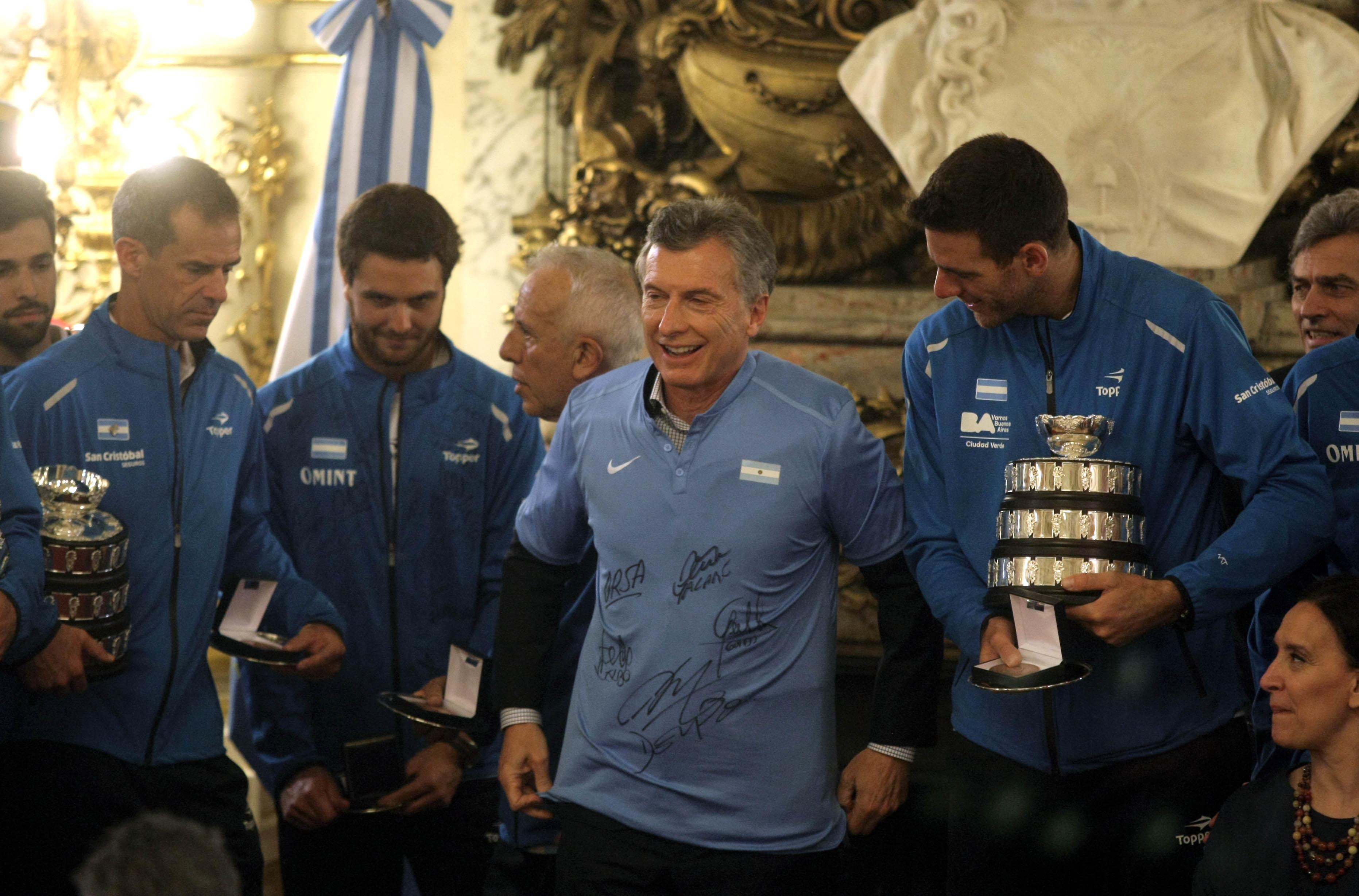 DYN20, BUENOS AIRES 29/11/16, EL PRESIDENTE MAURICIO MACRI, RECIBE AL EQUIPO CAMPEON DE COPA DAVIS.FOTO.DYN/PABLO MOLINA.