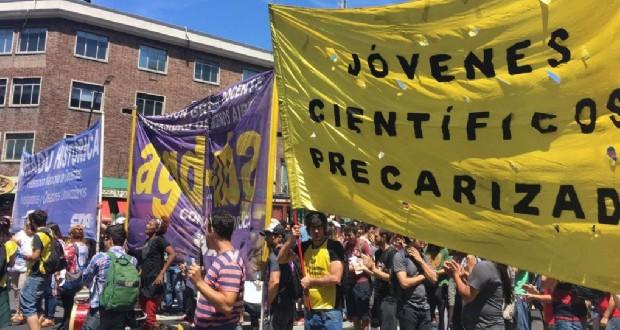 protesta ministerio de ciencia y tecnologia