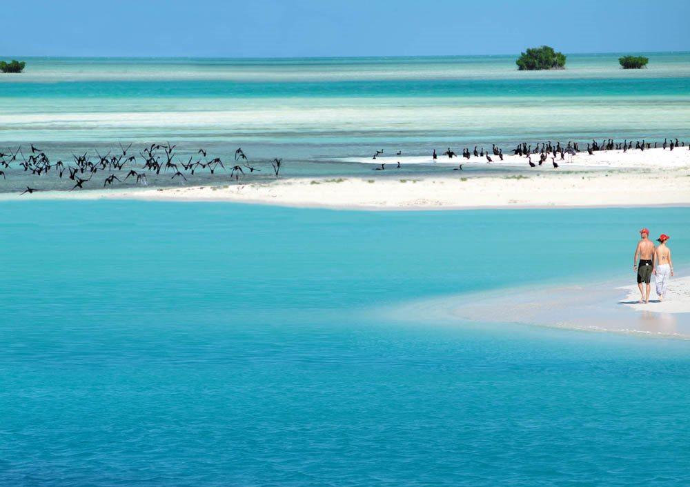 Cayo Largo, Cuba: El corsario Francis Drake y también Cristóbal Colón desembarcaron en Cayo Largo antes de cruzar el Atlántico. Cinco siglos después, aquel islote situado a 177 kilómetros de la costa sudoeste de Cuba es un destino único para disfrutar del sol y las aguas del Caribe.
