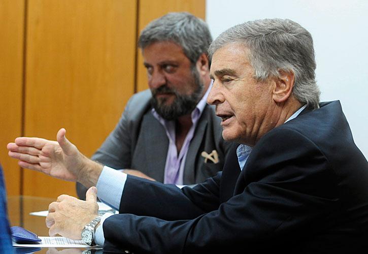 Oscar Aguad, de Comunicaciones, y Miguel De Godoy, del Enacom, anunciando los cambios