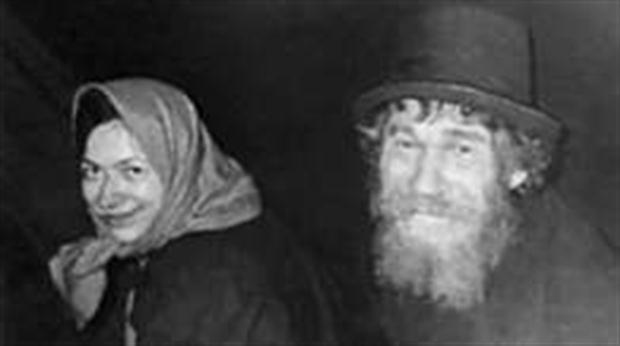 Karp (izquierda) con su hija Agafia días después del primer encuentro