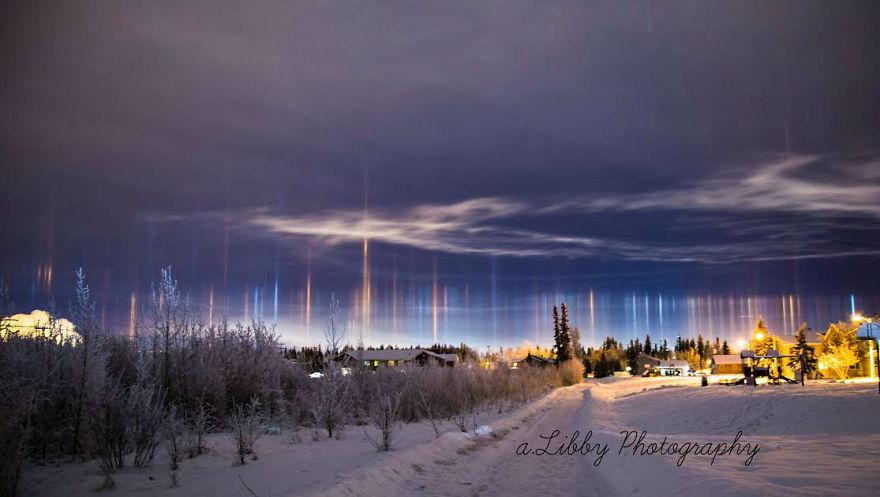 light-pillars-night-sky-ontario-timothy-joseph-elzinga-29-58788f07a72bf__880