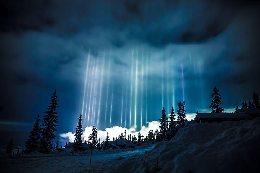 light-pillars-night-sky-ontario-timothy-joseph-elzinga-32-58788f0fd3761__880