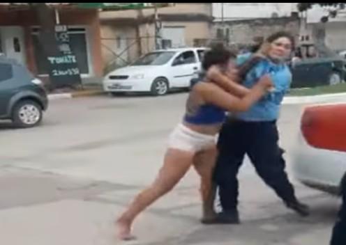 pelea-policia-joven