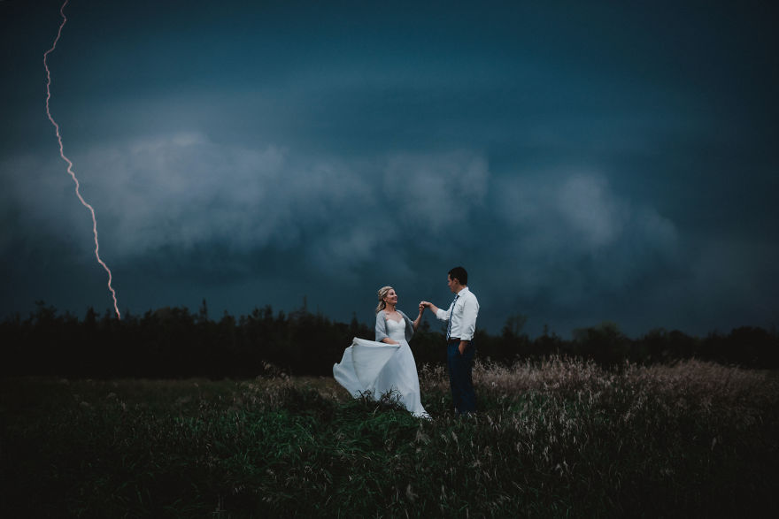 Top-50-Wedding-Photos-of-2016-586a6a21b965a-jpeg__880
