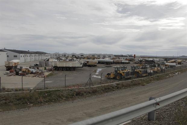 Vista del playón de Austral Construcciones, donde están depositados los vehículos.