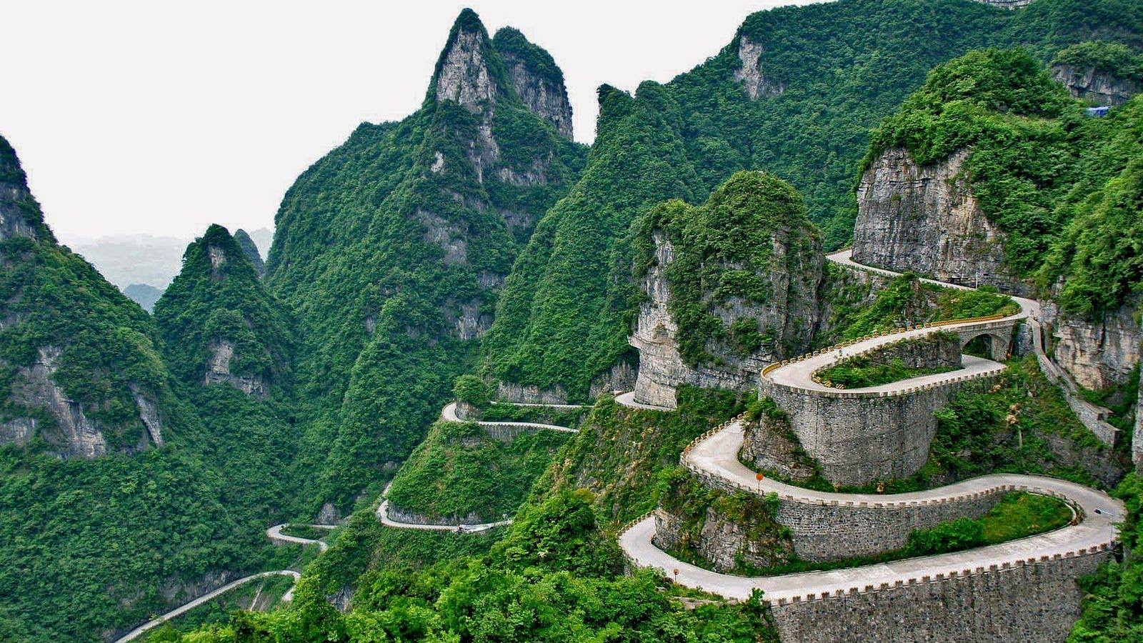 Avenida a la Puerta del Cielo, China