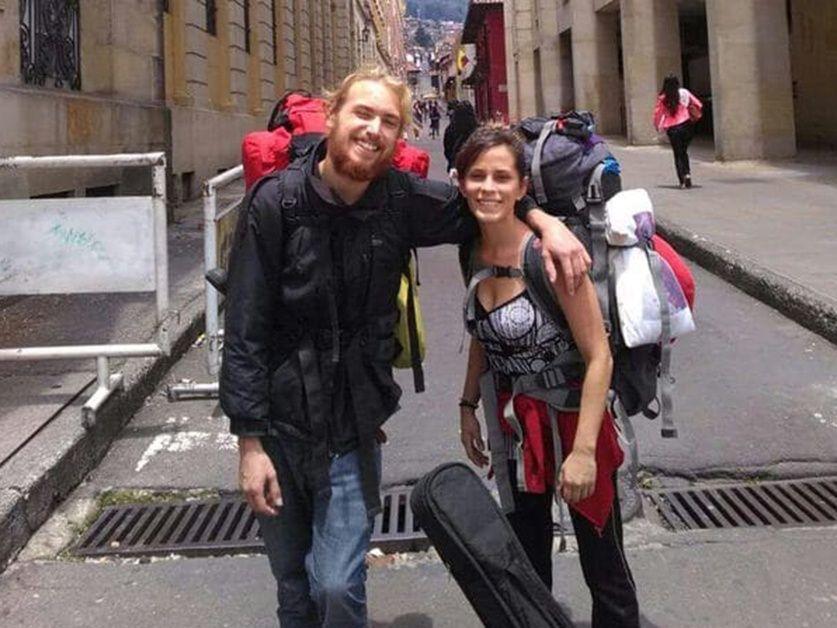 La víctima y su novio, el año pasado, en Perú.