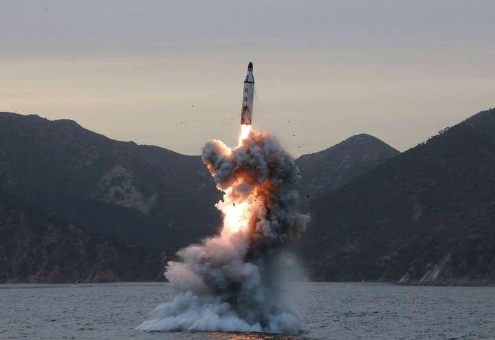 Prueba. Un misil lanzado por Corea del Norte en abril de 2016, desde una ubicación que el país asiático nunca reveló.